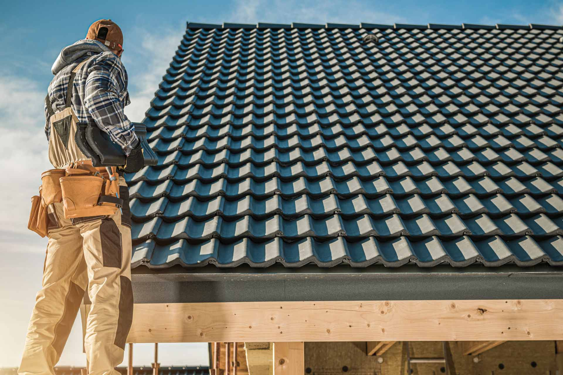 What Should I Look For When Hiring a Roofing Company?